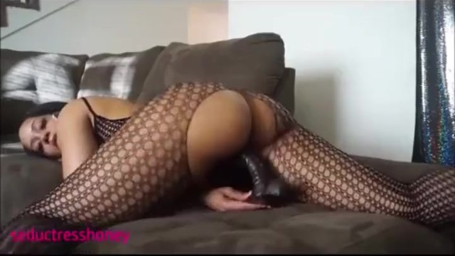 thick black girl bounces